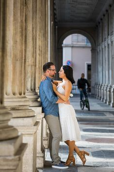 Creative and Unique Photo Shoot in Rome Italy by the Andrea Matone Photography studio. Couple Photoshoot Poses, Couple Posing, Fine Art Wedding Photography, Couple Photography, Stylish Couple, Photography Services, Rome Italy, Unique Photo, Photo Sessions