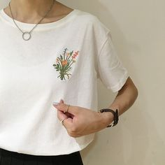 Soft grunge flowers tee inspiration for embroidering clothes … - Stickerei Ideen Embroidered Clothes, Embroidered Flowers, Embroidery On Clothes, Embroidery Fashion, Embroidered Blouse, Embroidery Patterns, Hand Embroidery, Flower Embroidery, Art Patterns