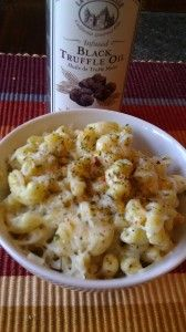 Grown Up Mac & Cheese with black truffle oil. I would use our Black Truffle OIl with Garlic to add even more flavor to this classic. Truffle Pasta, Truffle Mac And Cheese, Truffle Recipe, Mac Cheese, Macaroni And Cheese, Recipes With Truffle Oil, Macaroni Salads, Think Food, I Love Food