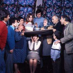 Soldan Sağa: Tayfun Akalın, Ahmet Arıman, Adile Naşit, Halit Akçatepe, Itır Esen, Tarık Akan, Ayşen Gruda, Talat Dumanlı, Tuncay Akça, Münir Özkul / Bizim Aile / 1975