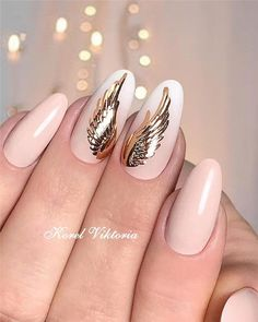 Nail art is a very popular trend these days and every woman you meet seems to have beautiful nails. It used to be that women would just go get a manicure or pedicure to get their nails trimmed and shaped with just a few coats of plain nail polish. Latest Nail Designs, Latest Nail Art, Diy Nail Designs, Gold Nail Art, Gold Nails, Sky Nails, Christmas Nail Designs, Christmas Nails, Cute Nails