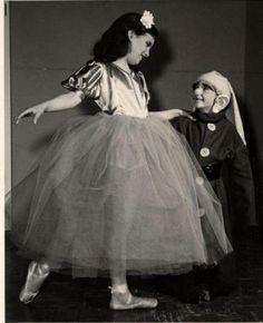 Snow-White-Dopey-Children-in-dance-program-ballet-costume-vintage-50s-photo