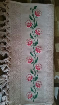 Towel with Cross-Stitch 123 Cross Stitch, Cross Stitch Heart, Cross Stitch Borders, Cross Stitch Flowers, Cross Stitch Patterns, Embroidery Patterns Free, Hand Embroidery Designs, Ribbon Embroidery, Cross Stitch Embroidery