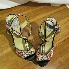 """floral platforms sz 4.5 NWOB Beautiful and brand new! Floral heels by Free Press. 5"""" heel in hard to find 4.5 size. Cork heel. Never had a chance to wear and now they are wayyy too small for me after my pregnancy. Size 4.5 shoes. Free Press Shoes Platforms"""