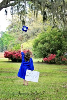 Jennifer Collins Photography: 2 Best Friends + 2 High Schools = GRADUATION Source by cherylkenefick. Nursing Graduation Pictures, Graduation Picture Poses, Pre K Graduation, College Graduation Pictures, Graduation Portraits, Nursing School Graduation, Graduation Photoshoot, Graduation Photography, Kindergarten Graduation