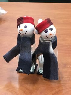 Salt shaker snowman craft at May Memorial Library