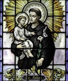 St Anthony of Padua / San Antonio de Padua // Stained glass from St Casimir's parish in Baltimore, MD. Religious Pictures, Jesus Pictures, Religious Icons, Catholic Religion, Catholic Art, Catholic Saints, Stained Glass Church, Stained Glass Angel, The Saint