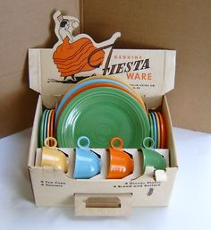 Rare vintage fiesta four-place dinner service in the original box-mint Vintage Love, Vintage Decor, Retro Vintage, Vintage Items, Vintage Colors, Vintage Style, Vintage Kitchenware, Vintage Dishes, Vintage Dinnerware