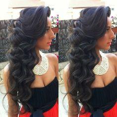 OMG Love her hair soooooo much! Ahhhhhh especially the swoop! :)