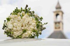 VEENENDAAL - Fleurop en RTL gaan samenwerken voor het nieuwe RTL 4-programma 'Janzen & Van Dijk: Voor al Uw Bruiloften en Partijen'. In dit programma nemen stellen met een (stiekeme) huwelijkswens het tegen elkaar op, met als inzet een droombruiloft. Fleurop zorgt ervoor dat de stellen in de bloemetjes worden gezet. Een prachtig bruidsboeket is