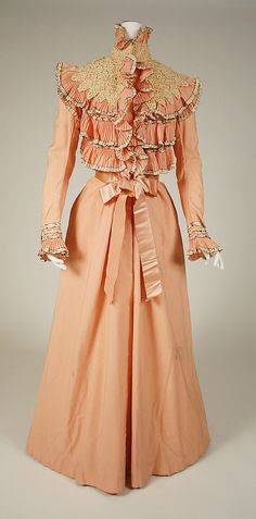 Dressing Gown  Wanamaker's  (American)  Date: 1897–1900 Culture: American Medium: wool, silk