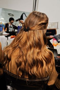 Simple,but very chic and nice hairstyle.