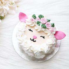 Crushing on this lamb cake by luxeandthelady swoon! happyeaster happyeaster Crushing on this lamb cake by luxeandthelady swoon! Pretty Cakes, Cute Cakes, Sheep Cake, Sheep Cupcakes, Scalloped Potatoes And Ham, Lamb Cake, Spring Cake, Animal Cakes, Easter Treats