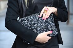 I got this clutch in both black and gold. They are from Zara. Good tips on how to style it:)