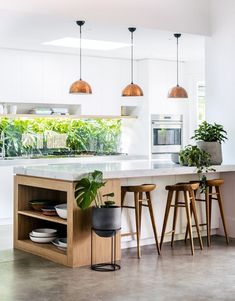 On the topic of small kitchen designs, you need to know and comprehend its basic rules to be able to . Read Elegant First Apartment Small Kitchen Bar Design Ideas Small Kitchen Bar, Central Kitchen, Kitchen Tiles Design, Kitchen Cabinet Colors, Interior Design Kitchen, Home Design, New Kitchen, Kitchen Ideas, Design Ideas