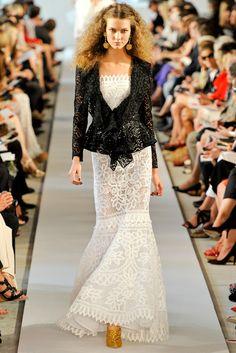Karlie Kloss in 50 Looks Oscar de la Renta Spring/Summer 2012 | Vogue Paris