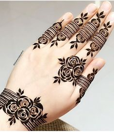 Simple Mehndi Designs Fingers, Henna Tattoo Designs Simple, Rose Mehndi Designs, Khafif Mehndi Design, Finger Henna Designs, Henna Art Designs, Stylish Mehndi Designs, Mehndi Designs For Girls, Mehndi Designs For Beginners