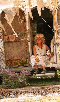 magnolia pearl (robin brown)'s gypsy airstream! i dream about having one just like this every day! its gorgeous! just gorgeous! ♥