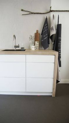 Could line a bunch of white malm ikea drawers with a wooden border - March 23 2019 at Kitchen Ikea, New Kitchen, Apartment Interior Design, Kitchen Interior, Ikea Drawers, Ikea Malm, Kitchen Styling, Home Kitchens, Home Decor
