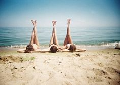 So cute for sisters or best friends at the beach poses para fotografias pin Photo Summer, Summer Pictures, Cool Pictures, Summer 3, Sister Beach Pictures, Spring Break, Lake Pictures, Summer Girls, Tunblr Girl