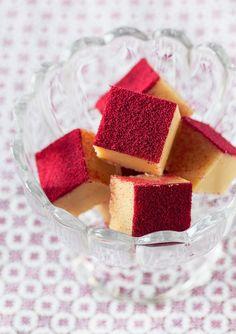 Vit chokladfudge med lingon | white chocolate fudge with lingonberry powder