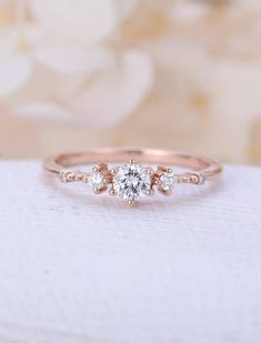 Unique engagement ring rose gold Moissanite engagement ring Vintage diamond cluster ring wedding women Promise Anniversary gift for her - Einzigartige Verlobungsring rose gold Moissanite Verlobungsring Vintage Diamant-Cluster Ring Frauen - Engagement Ring Rose Gold, Wedding Rings Rose Gold, Wedding Rings Vintage, Vintage Engagement Rings, Solitaire Engagement, Gold Wedding, Trendy Wedding, Wedding Bands, Wedding Gifts