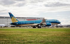 Vietnam Airlines launched its new Boeing 787-9 airliner at Heathrow on Tuesday (1 Sept 2015). The aircraft, which flies five times a week from Terminal 4 to Hanoi, is the latest of the new generation aircraft to fly from our Heathrow.