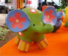 Receita Papel machê Paper Mache Clay, Paper Mache Crafts, Clay Art, Paper Design, Paper Cutting, Polymer Clay, Dinosaur Stuffed Animal, Diy, Sculpture