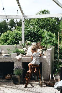 Outdoor Cooking Area, Outdoor Kitchen Patio, Small Backyard Patio, Outdoor Kitchen Design, Outdoor Rooms, Outdoor Dining, Balcony Plants, Garden Deco, Garden Inspiration