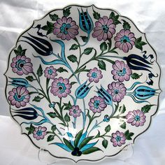 Klasik İznik Çinileri Ottoman Classics Nicea Pottery & Tiles Plates Glazes For Pottery, Ceramic Pottery, Pottery Art, Turkish Tiles, Turkish Art, Plate Wall Decor, Plates On Wall, Tile Art, Mosaic Art