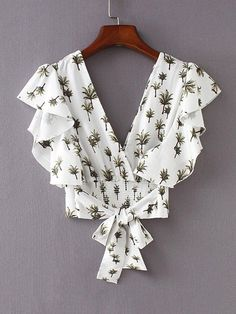 Shop Foliage Print Tie Back Crop Blouse online. SheIn offers Foliage Print Tie Back Crop Blouse & more to fit your fashionable needs. Cute Summer Outfits, Trendy Outfits, Cute Outfits, Blouse Patterns, Blouse Designs, Crop Blouse, Short Tops, Blouse Online, Blouse Styles