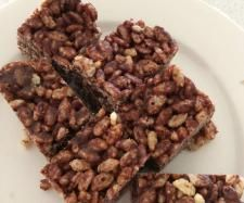 Recipe Healthy Chocolate Rice Bubble Bars by Suey, learn to make this recipe easily in your kitchen machine and discover other Thermomix recipes in Desserts & sweets. Lunch Box Recipes, Sweets Recipes, Snack Recipes, Cooking Recipes, Desserts, Lunchbox Ideas, Free Recipes, No Bake Snacks, Easy Snacks