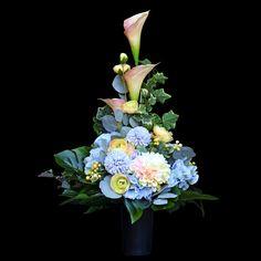 Artificial flowers as alive - kwiaty sztuczne. Modern Floral Arrangements, Flower Arrangement Designs, Beautiful Flower Arrangements, Beautiful Flowers, Funeral Flowers, Casket, Ikebana, Diy Flowers, Artificial Flowers