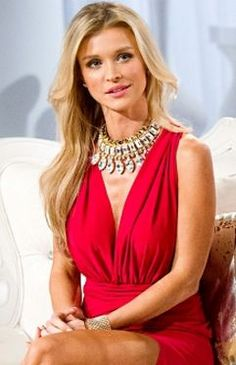 Joanna Krupa's Reunion Necklace and Dress - Details here: http://www.bigblondehair.com/real-housewives/joanna-krupas-real-housewives-of-miami-reunion-necklace/
