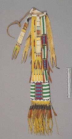 Сумка для трубки и табака, Шайены. Вид два. Коллекция Джеймса Муни, 1896 год. NMNH.