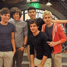 Agora as pessoas perguntam: Por que a foto do One Direction colou junto ao estudfio de ICarly?
