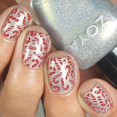 Christmas Nail Stickers, Christmas Gel Nails, Christmas Nail Art Designs, Holiday Nails, Christmas Fun, Candy Cane Nails, Nail Candy, Candy Canes, Nail Stencils