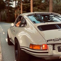 Something different today.a classic Porsche! Rate this beast from Porsche 911 via. Porsche Tuning, Porsche Gt2 Rs, Porsche Cars, Porsche Carrera, Porsche Classic, Classic Cars, Classic Auto, Vintage Porsche, Cars Motorcycles