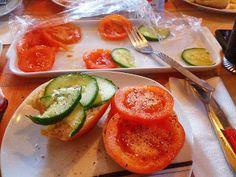 Homeveganer: Gurken- und Tomatenbrötchen