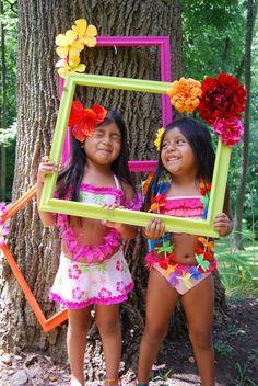 Cute photo frames for luau party. Aloha Party, Hawaiian Luau Party, Moana Birthday Party, Hawaiian Birthday, Moana Party, Luau Birthday, Tiki Party, Hawaiian Theme, Hawaiian Photo Booth