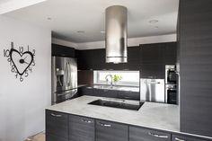 Uuden kodin keittiö on väriltään mattamusta. Puustelli Miinus keittiö / kök Koti, Kitchen Ideas, Kitchens, Kitchen Cabinets, Home Decor, Decoration Home, Room Decor, Kitchen, Kitchen Cupboards