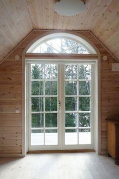 Utåtgående parfönsterdörr med halvrunt överljus