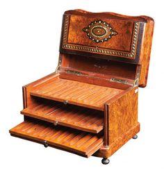 Belíssima caixa para charutos construída em madeira com..