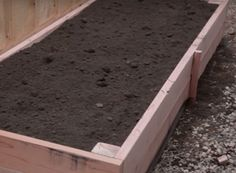 Learn how to build a garden bed that is durable and keeps out weeds and pests with our step by step instructions and how to video. Vertical Vegetable Gardens, Home Vegetable Garden, Above Ground Garden, Garden Shed Interiors, Raised Bed Garden Design, Garden Planter Boxes, Hillside Garden, Smart Garden, Chickens Backyard