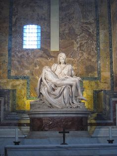 La Pietà di Michelangelo, San Pietro, Roma.. This incredible statute needs to be seen in person to really see what Michaelangelo carved out of marble!!!!