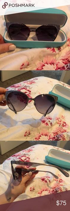 Kate Spade glitter sunglasses Kate spade cat eye gray and silver glitter sunglasses. Gradient lens. So adorable!!!!!! I have only worn them once. No scratches on the lenses! Comes with a Tiffany blue case💗 kate spade Accessories Sunglasses