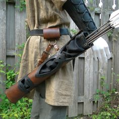 Custom hip quiver, Medieval archery, made by folkofthewood