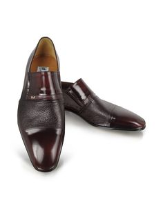 A smooth cap toe paired with texturized leather across the upper creates a unique loafer with distinct Italian style. Elastic bands at the side of the tongue ensure a perfect fit. Signature box included. Made in Italy.
