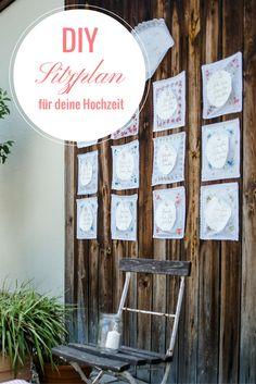 Sitzplan aus Stofftaschentüchern und Papierspitze. Wunderschöne Idee für die DIY Vintage Hochzeit. Anleitung auf www.brautrezepte.de