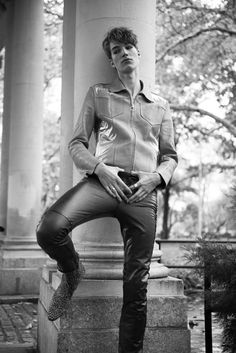 Tight Leather Pants, Leather Trousers, Men's Leather, Scene Guys, Leather Fashion, Mens Fashion, Mein Style, Hommes Sexy, Hot Hunks